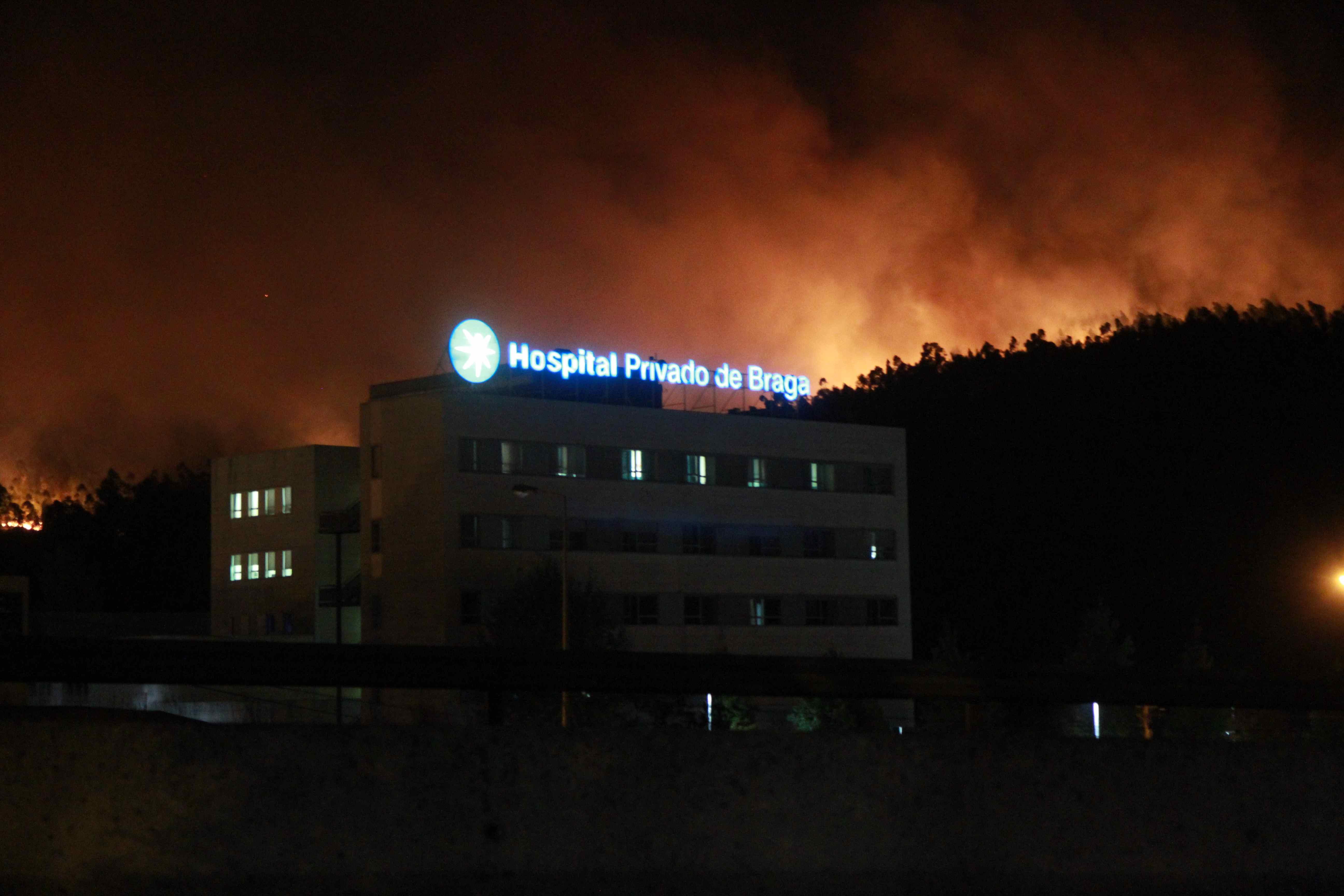 """Inferno Em Chamas Good milhares de pessoas evacuadas em três horas de """"inferno"""" na cidade"""