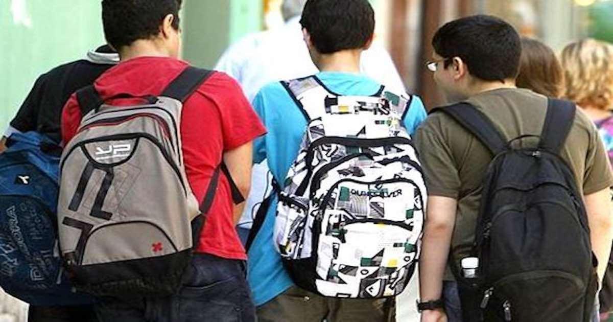 O que a escola pode fazer para reduzir o peso da mochila dos